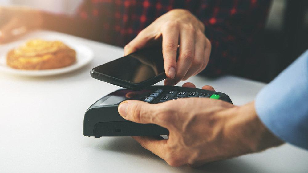 Устройство поддерживает функцию бесконтактных платежей NFC