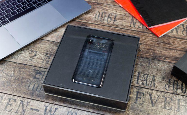 Упаковка смартфона Xiaomi Mi 8 Explorer Edition