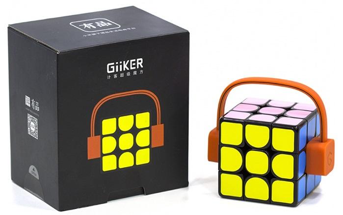 Изделия продается в черной квадратной коробке с изображением кубика