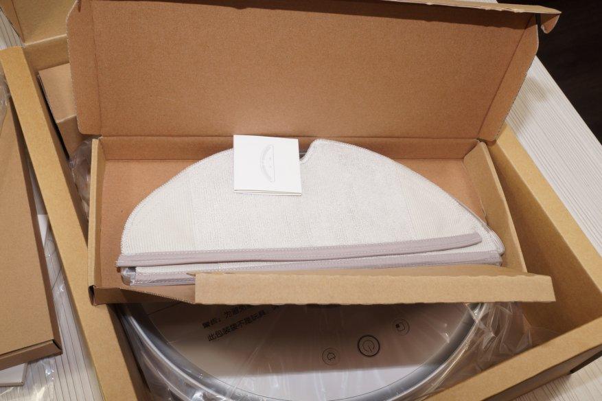 В комплекте также содержатся тряпочки для влажной уборки