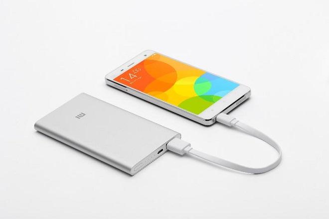 Xiaomi 5000 mA∙h заряжает телефон