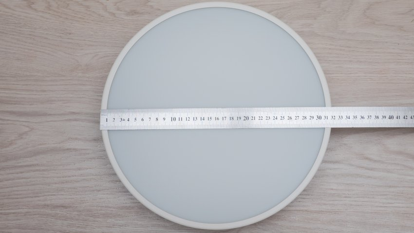 Диаметр люстры — 32 см