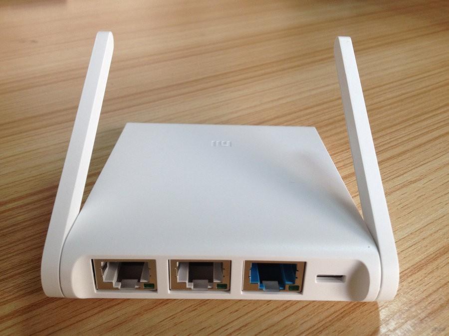 Коммуникационные порты и слот microUSB