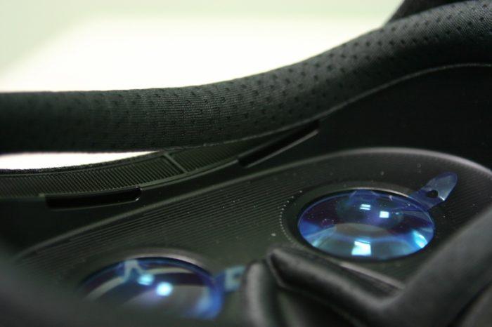 В контактных зонах предусмотрены поролоновые накладки, абсорбирующие влагу