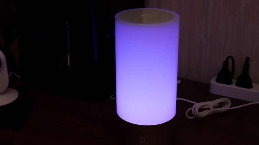 Вся белая колба светильника — это его светящаяся поверхность